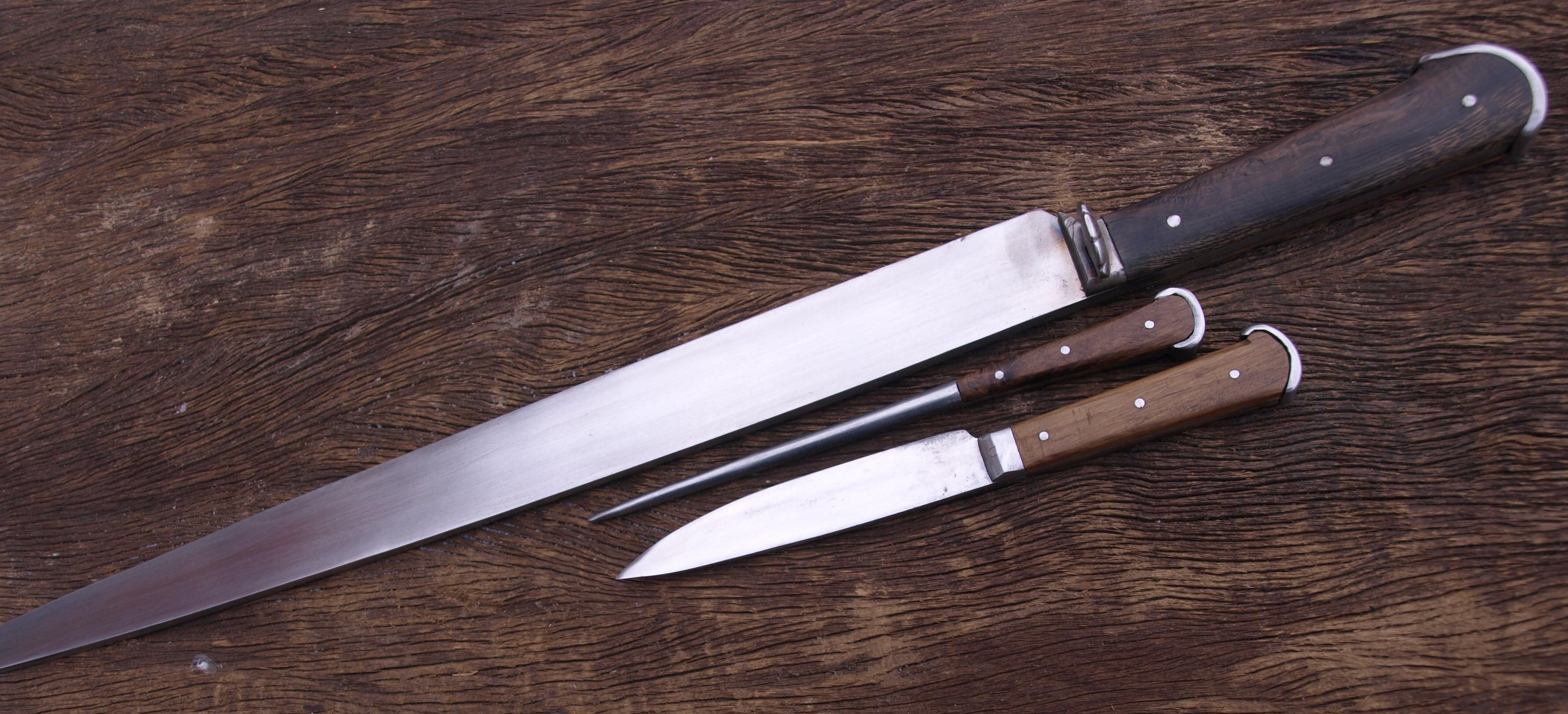 Bauernwehr mit Besteck 2